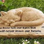 La sepoltura degli animali: dalla clamorosa novità introdotta in Lombardia ai consigli utili